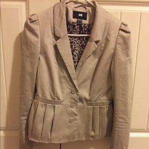 Cute blazer with cheetah print inside